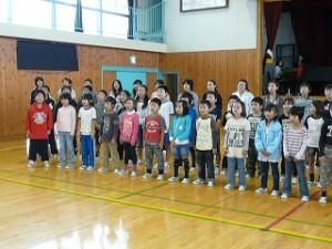 全校合唱の練習\