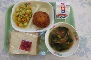 食パンとマヨタマハム、カレーミックスポテト。ポパイスープ\
