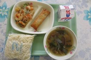 チャンポン麺と春巻き、中華サラダ