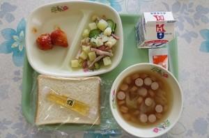 厚切り食パンとミートボール、ビーンズサラダ、野菜スープ\