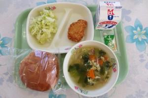 エビカツバーガーと卵スープ\
