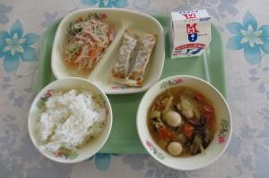 中華丼と餃子ロール、きゅうりと春雨のサラダ