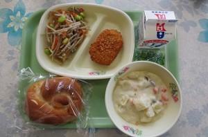 米パンと野菜コロッケ、ごぼうサラダ、シチュー