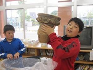 カップじゃありません!6000年前の縄文人が作った土器を実際に触れることができて幸せです。どきどきセンターさんに感謝です!!!\\\