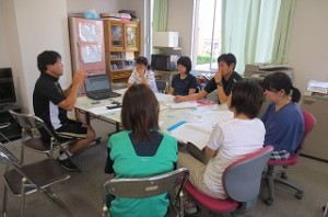 職員研修の様子を紹介します。市で取り組んでいる授業改善について,本校の研修を協議しているところです。\