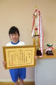 この夏休みに第26回全国書写書道大会で「グランプリ」を獲得しました。すごい!!!\