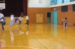 「ふれあいタイム」。4・5年生は,体育館でドッジボールをしました。楽しそうでした。\
