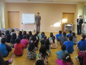 生徒指導主事の後藤先生から,交通安全(ヘルメットをかぶろう・飛び出しは絶対だめ)の話しや不審者への注意,インターネット関係の注意点がありました。\