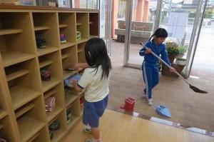 1年生の玄関掃除