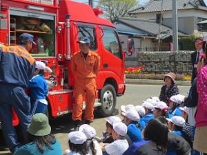 最後に消防自動車(ポンプ車)のお話を聞きました。\