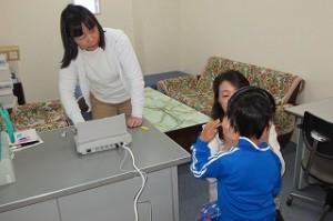 聴力検査(1・2・3・5年生)もありました。みんな良く聞こえたかな?\