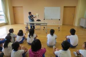 古賀さんが「じゅげむ」を読んでくださいました。名前のところは子どもたちも一緒に言いました。「じゅげむ  じゅげむ  ごこうのすりきれ・・・。」\\