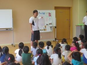 榎本先生から,理科自由研究の仕方を茨城大学の方々が教えてくださるという情報を子どもたちに伝えているところです。\\\