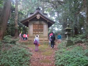 「谷津田」に行く前,「坂戸神社」にお参りしました。\