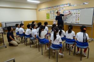 2年生は,英語活動をしています。元気です!\