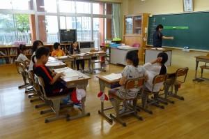 3年生は,授業形態が「コの字」になっています。\