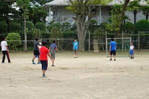 昨日宿泊学習から帰って来た?年生は,今日も元気にサッカーをしています。\
