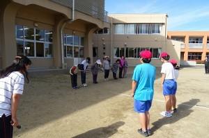 地域のボランティア踊りの先生に挨拶をしました。\