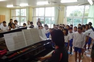 朝の時間を使って1~6年生で合唱の練習をしました。\