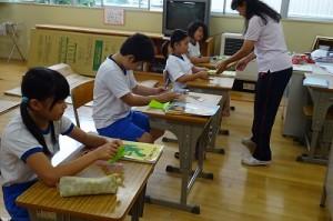 4年生は,対角線の学習です。折り紙(具体物)で楽しく学びました。\