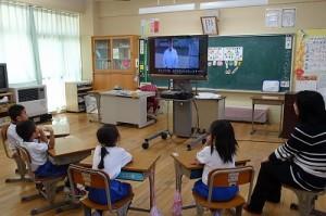最後に,井坂先生作成のDVDを見ました。鹿嶋市の給食センターの仕事がまとめられていて,卜伝くんも登場する楽しくて仕事の内容や働いてる人の苦労や願いがよく分かるものでした。\