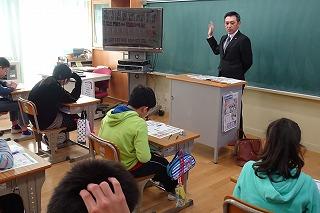 税理士の先生が易しく租税の大切さを教えてくださいました。\\