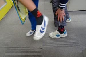 昨日の放課後,担任と子どもの靴下がナント「おそろい」と言うことを発見!記念にパチリ