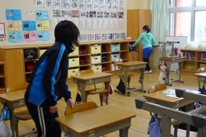 6年生の教室掃除