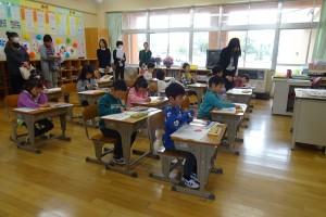 今日は,授業参観です。1年生は図工の授業です。\