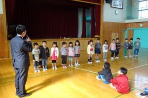 今日は,児童朝会で「1年生を迎える会」がありました。\
