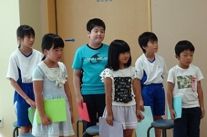 学期の振り返り代表児童(1年:遠藤さん、2年:菅原さん、3年:岡本さん、4年:藤枝さん、5年:飛田さん、6年:君和田さん)