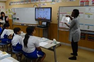 6年生がシャニーク先生とともに英語を学びました