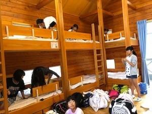 各班ともロッジに入り、まずはベッドメイキング